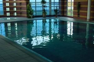 Basen kąpielowy w hotelu